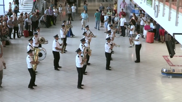 (video) Surpriză la Aeroportul Chișinău. Flashmob muzical pe ritmuri pozitive