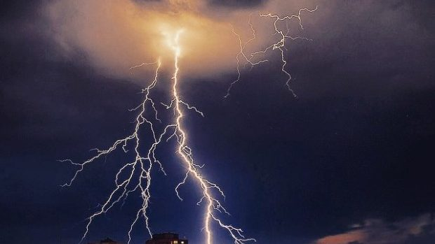 (foto) Spectacolul de fulgere din Chișinău din seara zilei de 9 iunie