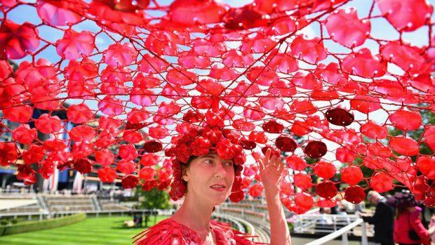 (foto) Parada pălăriilor extravagante la cursa de hipism Royal Ascot 2015 din Anglia