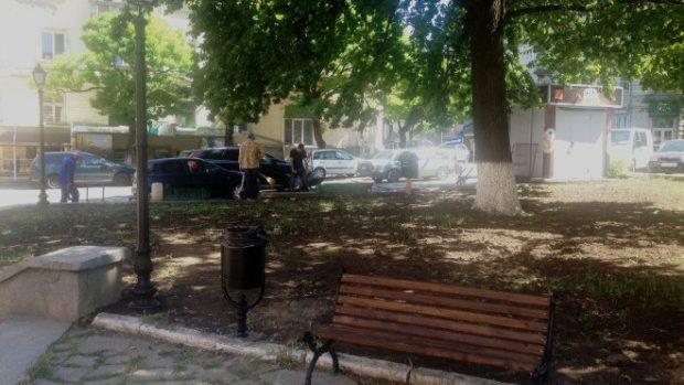 (foto) În Scuarul Cehov au fost amplasate bănci noi