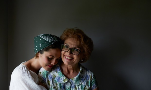 Olia și mama sa, care a păstrat de-a lungul timpului tradițiile culinare moldovenești PC: The Guardian