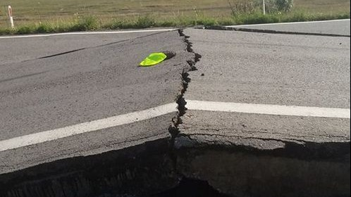 (foto) Atenție la drum: Canicula a provocat denivelări de asfalt pe traseul Chișinău-Bălți