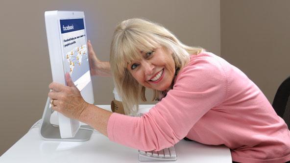 Studiu: Câți prieteni au părinții tăi pe Facebook și ce fac ei pe o rețea de socializare