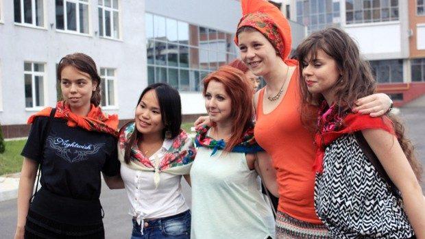 """(foto) BEST Chișinău a invitat peste 20 de tineri să creeze propriul erou la """"Sketch Factory"""""""