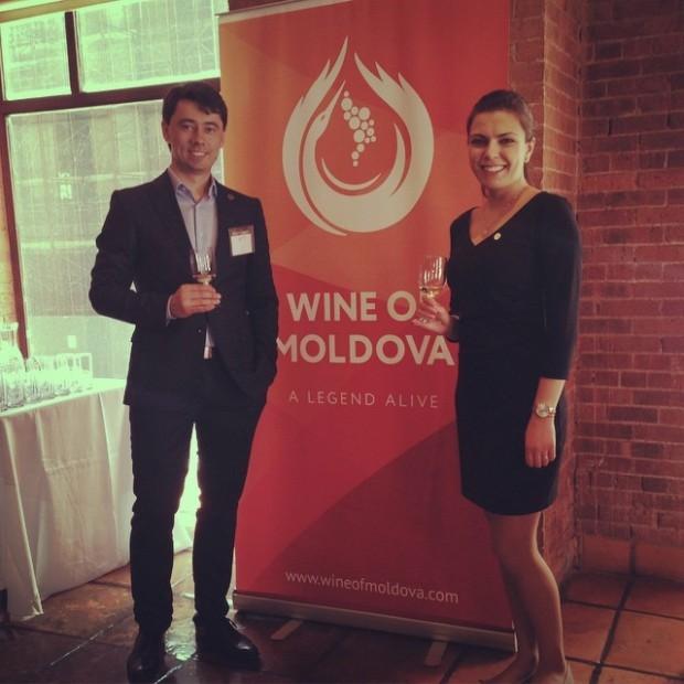 Artur și Sandra la prezentarea vinurilor moldovenești în New York.