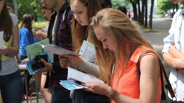 (foto) ADMITERE 2015: Târgul Universităților din România a început la Chișinău