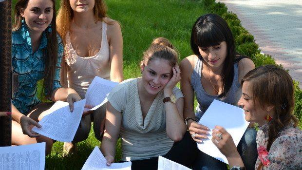 (doc) 1.775 de studenții au primit câte un loc de studii la buget datorită notelor mari