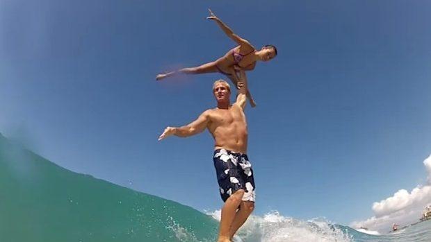 (video) Cum să faci surfing și acrobații concomitent