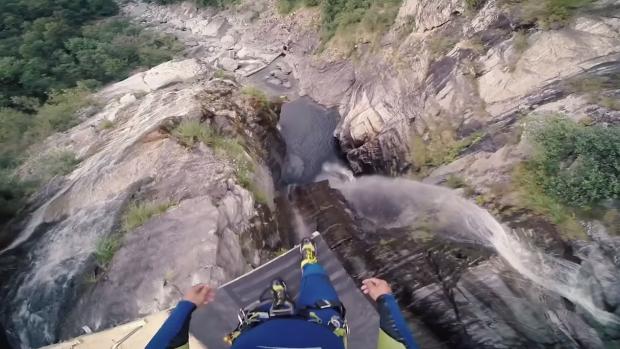 (video) Un tânăr a stabilit un nou record mondial – o săritură în apă de la 60 de metri înălțime