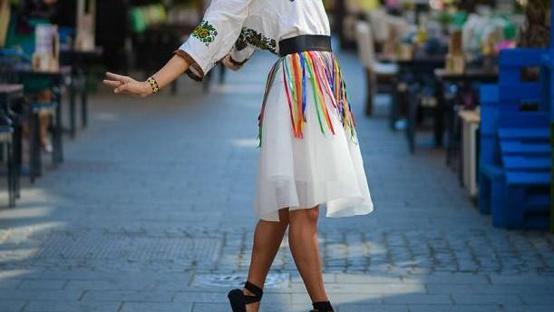 (foto) Balerina cu specific românesc – tradițiile populare valorificate prin dans contemporan