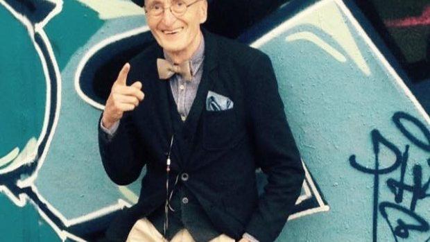 (foto) Un bătrânel de 70 de ani face ravagii pe internet cu stilul său vestimentar