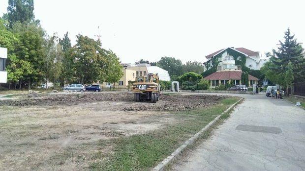 (video) A demarat construcția ilegală a unui bloc locativ lângă Parcul Dendrariu