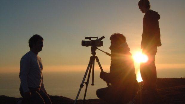 Tinerii care fac film documentar au ocazia să participe la un workshop și o competiție