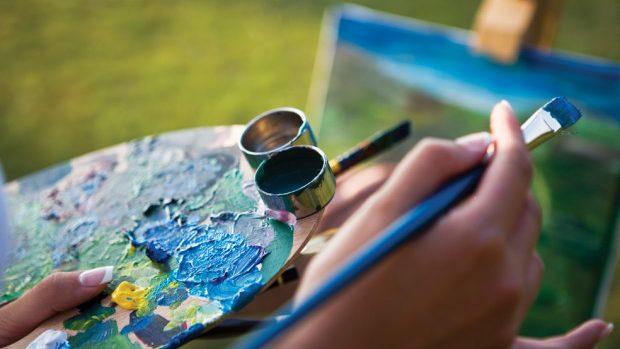Participă la un curs de supraviețuire pentru tinerii lucrători culturali la Cluj
