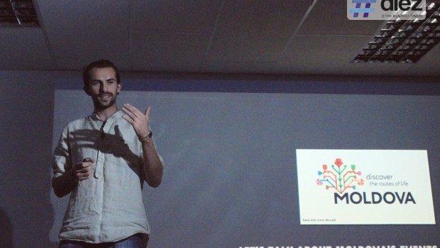 Discuții despre festivalurile din Moldova în zona improvizată de camping a unui birou din Capitală