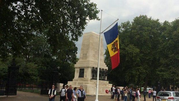 (foto) Drapelul țării noastre a fost arborat în centrul orașului Londra