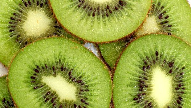 (video) Urăști să cureți kiwi? Iată cum să o faci în câteva secunde