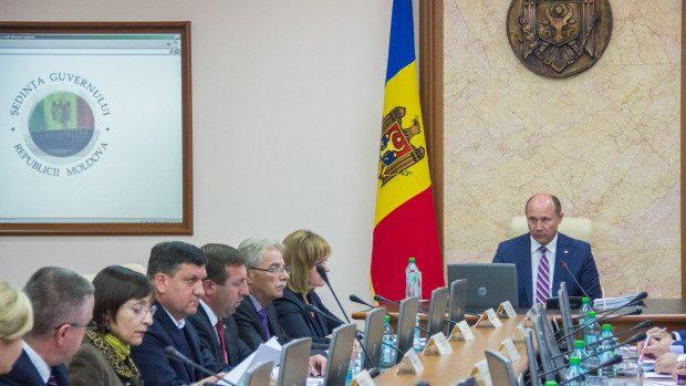 Guvernul va oferi 77 de burse de merit celor mai buni elevi și studenți din Moldova