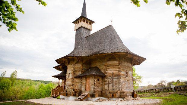 """Parohul bisericii de lemn """"Adormirea Maicii Domnului"""" lansează o serie de acțiuni caritabile de ajutorare a copiilor nevoiași"""