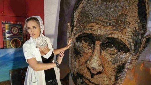 (video) O artistă din Ucraina a creat portretul lui Vladimir Putin din 5.000 de cartuşe adunate de pe front
