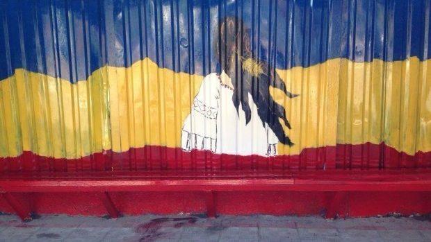 (foto) Stațiile din Ialoveni sunt pictate și decorate în culorile drapelului național