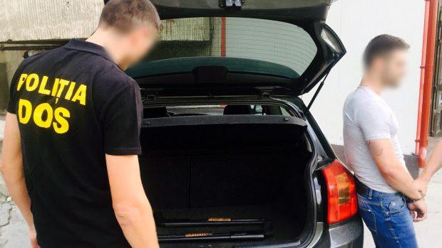 Un tânăr din Chișinău fost reținut pentru vânzarea și păstrarea ilegală a armelor