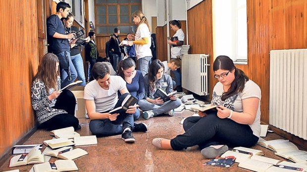 (foto) Cât de des merg tinerii din Moldova la bibliotecă în perioada estivală