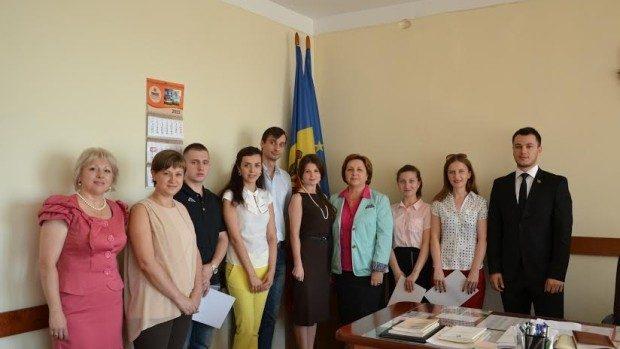 Studenții alături de deputații țării. Cum este să faci un stagiu de practică la Parlament