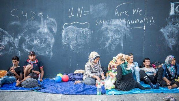 (foto) Cum este văzută criza refugiaților în Gara Keleti din Budapesta de o tânără româncă