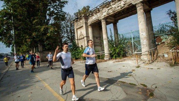 (foto) Au alergat împreună circa 1.000 km pentru a atrage atenția asupra problemei Stadionului Republican