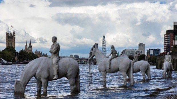 (foto, video) Aceste sculpturi din Anglia pot fi văzute doar de două ori pe zi