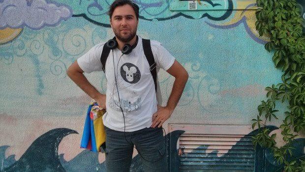 """(foto) Mihai Prisăcaru: Unica """"artă"""" apreciată și cumpărată la noi în țară este cea din fața Teatrului Național """"Mihai Eminescu"""""""