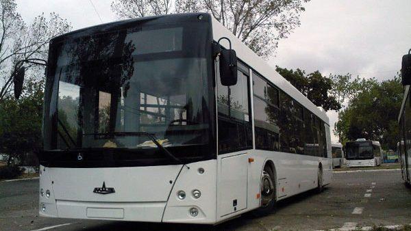 Până la 100 de autobuze de capacitate sporită vor fi lansate pe rutele municipale