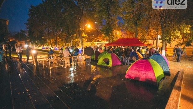 (foto, video) PSRM și Partidul Nostru: Până duminică vom avea 200 de corturi în scuarul din fața Parlamentului