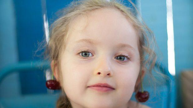 (foto) Susține-o pe Nika, o copilă de patru ani diagnosticată cu o boală rară – teratoma
