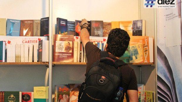 (foto) Peste 8 mii de titluri pot fi găsite la târgul Salonului Internațional de Carte