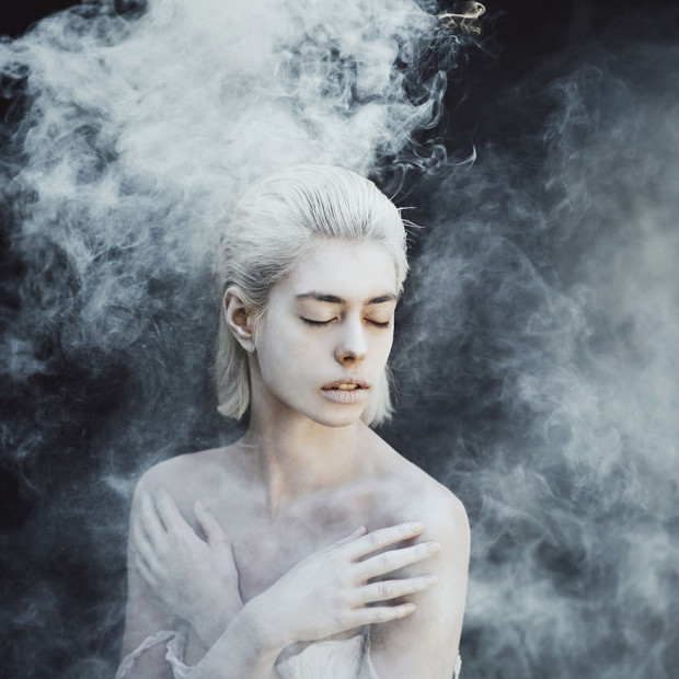 Using-smoke-bomb-to-create-powerful-portraits__880