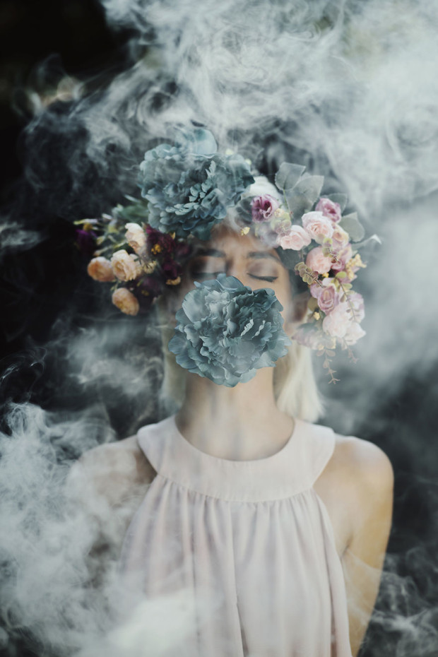Using-smoke-bombs-to-create-powerful-portraits5__880