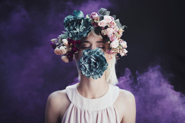 Using-smoke-bombs-to-create-powerful-portraits7__880