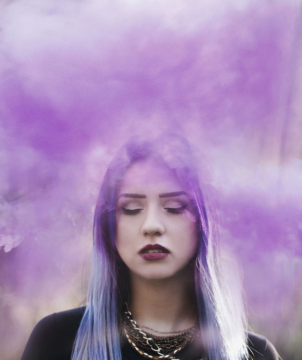 Using-smoke-bombs-to-create-powerful-portraits9__880