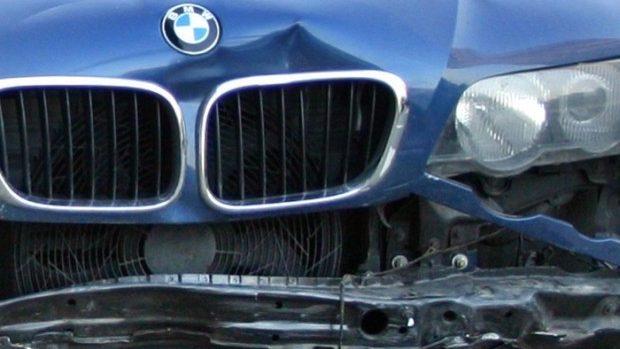 Accident în sectorul Botanica. Un BMW a intrat într-un obstacol