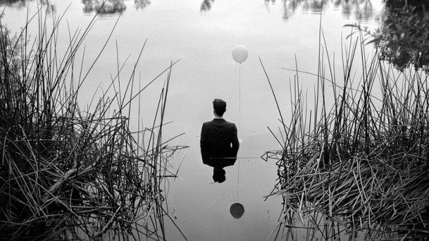 (foto) Depresia, văzută în autoportretele unui fotograf