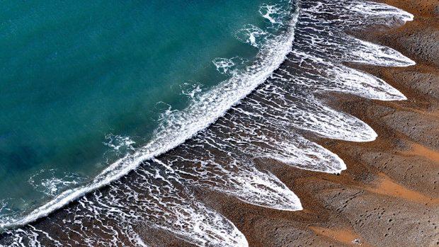 Fenomenul neobișnuit al unei plaje, pe care oamenii de știință nu îl pot explica