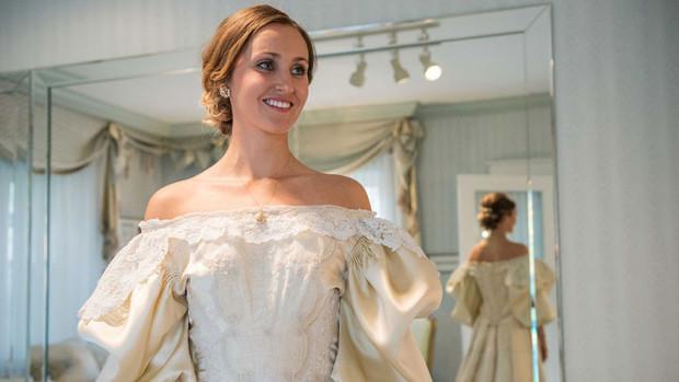 (foto) Tradiție! O tânără va fi a 11-a mireasă care îmbracă aceeași rochie, veche de 120 de ani