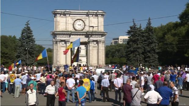 (video) Marșul automobilistic s-a alăturat Protestului din Piața Marii Adunări Naționale