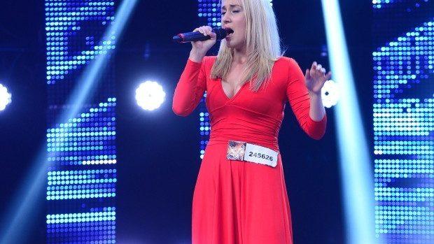 """(video) O tânără din Chișinău a cucerit prin vocea sa și a luat trei de """"Da"""" la X Factor România"""