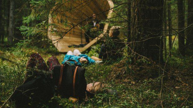 (foto) Un grup de studenți a construit o instalație din lemn pentru a asculta sunetele pădurii