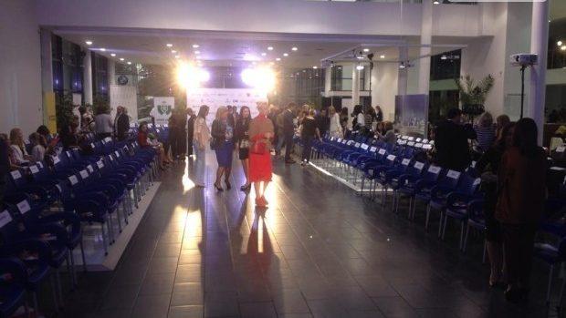 "(live video) Urmăreşte defilarea ""Din ♥ Chisinau Fashion Night"""