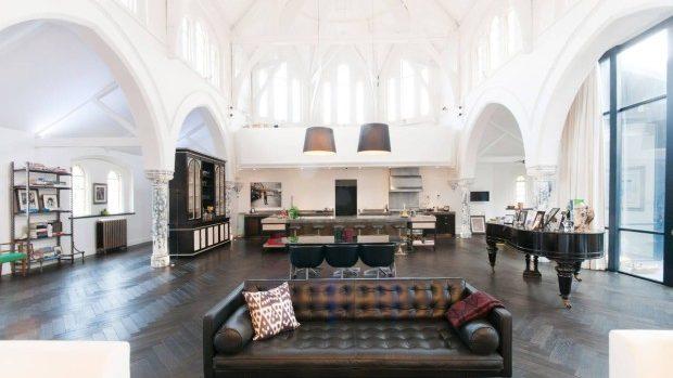 (foto) Cum arată o fostă biserică care a fost transformată într-o locuință modernă