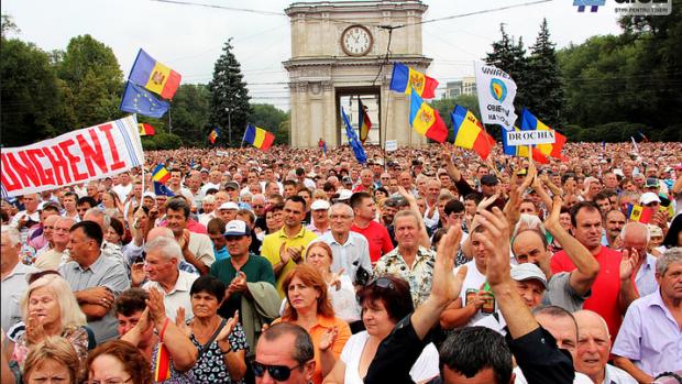 """""""Vrem țara înapoi"""" sau cele mai răsunătoare slogane de la protestul din PMAN"""
